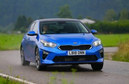 Kia Ceed, front action 2
