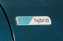 Kia Niro, hybrid badge
