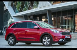Kia Niro, side static