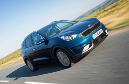 Kia Niro First Edition front action