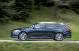 Kia Optima Sportswagon, side action