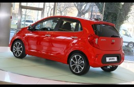 Kia Picanto 2017 rear threequarter