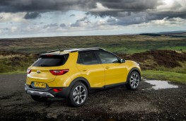 Kia Stonic, yellow rear static