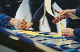 Jeff Koons, BMW 8 Series, 2021, preparation