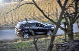 Ford Kuga Vignale, 2017, side