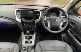 Mitsubishi L200 Barbarian X, 2021, interior