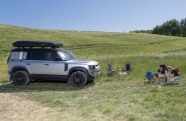Land Rover Defender roof tent stowed