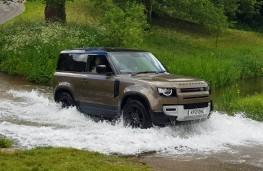 Land Rover Defender 90 D250 S, river
