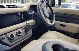 Land Rover Defender 90 D250 S, cabin