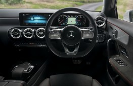 Mercedes-Benz A 180 d AMG Line, controls