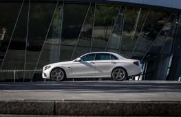 Mercedes E300, side