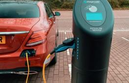 Mercedes E300, charging