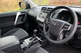 Toyota Land Cruiser, 2018, interior