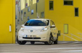 Nissan LEAF 30 kWh, front, action