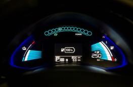 Nissan Leaf 2105, instruments