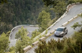 Nissan Leaf 2105, on road to Col De Torini