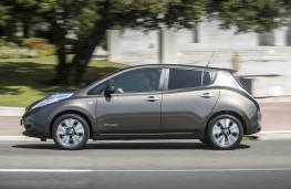 Nissan Leaf 2105, side