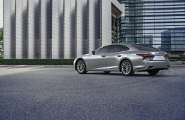 Lexus LS 500h, 2020, rear