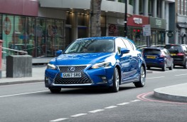 Lexus CT200h, front action 3