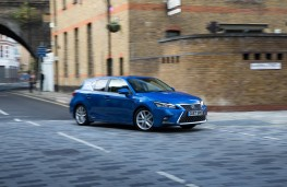 Lexus CT200h, front action 2