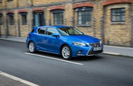 Lexus CT200h, front action