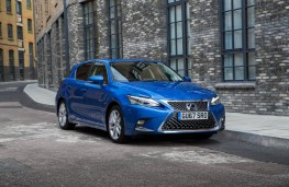 Lexus CT200h, front static