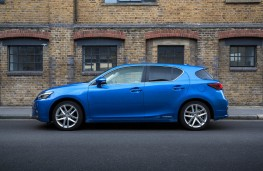 Lexus CT200h, side static