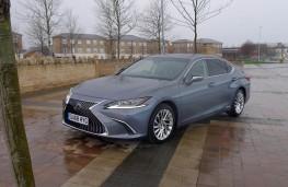Lexus ES 300h, front static 3