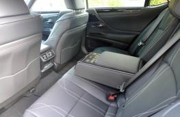 Lexus ES 300h, rear seats 2