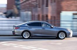 Lexus ES 300h, side