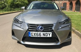 Lexus IS 300h, front