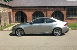 Lexus IS 300h, side