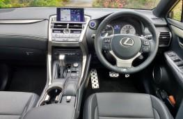 Lexus NX300h F Sport, dashboard