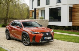 Lexus UX, front, close-up