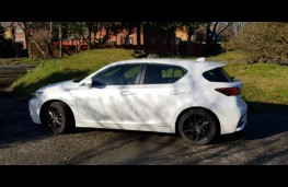 Lexus CT 200h, side