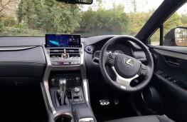 Lexus NX 300h F-Sport hybrid, dashboard