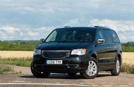 Chrysler Grand Voyager, front