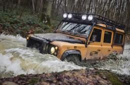 Land Rover Defender Works V8 Trophy, 2021, action