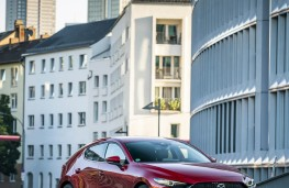 Mazda3 SkyActiv-X, 2019, upright
