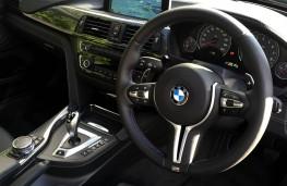 BMW M4 Convertible, steering wheel