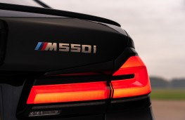 BMW M550i, 2020, badge