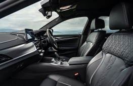 BMW M550i, 2020, front seats