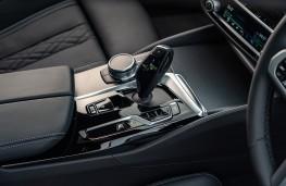 BMW M550i, 2020, gear lever