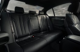 BMW M550i, 2020, rear seats