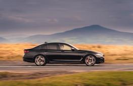 BMW M550i, 2020, side