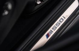 BMW M550i, 2020, sill