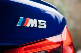 BMW M5, 2018, badge