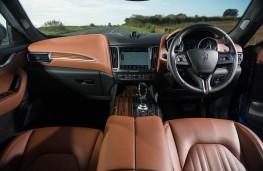 Maserati Levante, dashboard