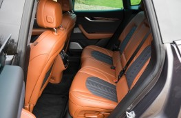 Maserati, Levante, rear seats