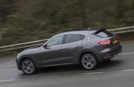 Maserati, Levante, side action